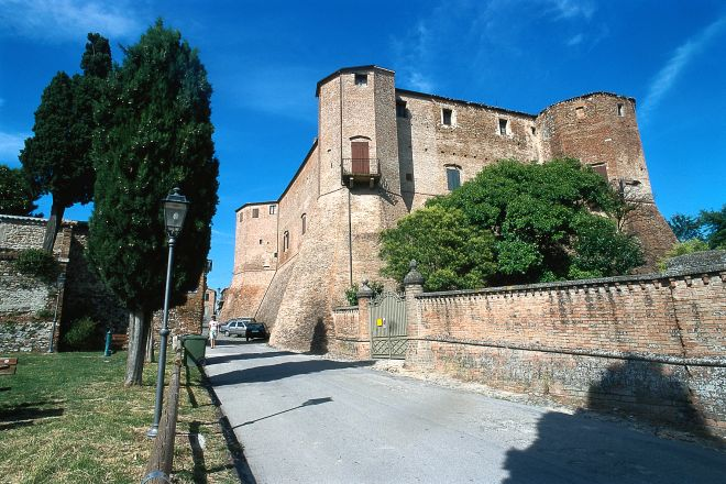 "Malatesta fortress, Santarcangelo di Romagna<br /><a href=""http://static.riviera.rimini.it/tl_files/gallerie/orig/rocca-malatestiana2.tif.jpg.zip"" target=""_blank"" class=""photo-download"">Download high resolution image</a>"