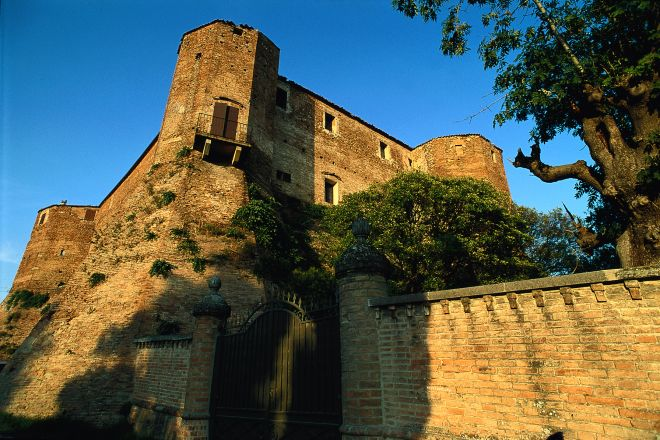 "Malatesta fortress, Santarcangelo di Romagna<br /><a href=""http://static.riviera.rimini.it/tl_files/gallerie/orig/rocca-malatestiana3.tif.jpg.zip"" target=""_blank"" class=""photo-download"">Download high resolution image</a>"