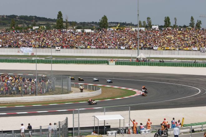 "Moto GP 2007, Misano Adriatico<br /><a href=""http://static.riviera.rimini.it/tl_files/gallerie/orig/rsm-gp76_30012008123227.jpg.zip"" target=""_blank"" class=""photo-download"">Download high resolution image</a>"
