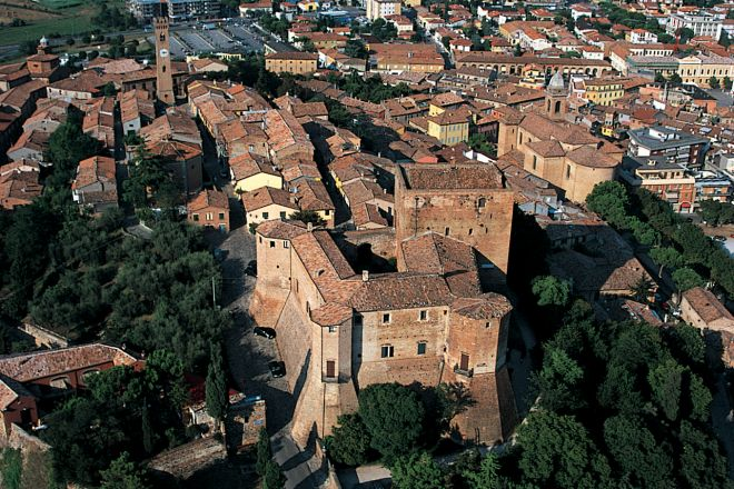 "view of Santarcangelo di Romagna<br /><a href=""http://static.riviera.rimini.it/tl_files/gallerie/orig/santarcangelo.jpg.zip"" target=""_blank"" class=""photo-download"">Download high resolution image</a>"