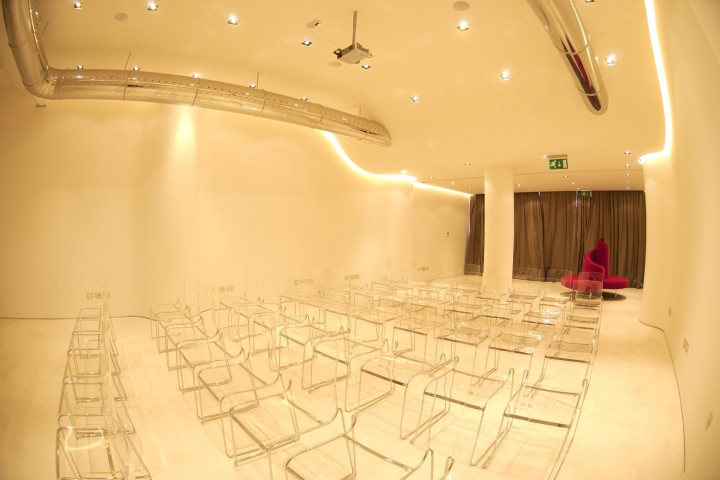 "conference room, Rimini<br /><a href=""http://static.riviera.rimini.it/tl_files/gallerie/orig/spazio-duomo.jpg.zip"" target=""_blank"" class=""photo-download"">Download high resolution image</a>"