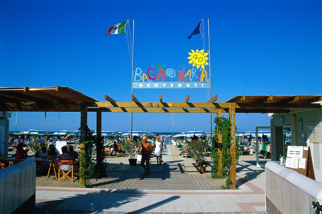 "<br /><a href=""http://static.riviera.rimini.it/tl_files/gallerie/orig/spiaggia.tif.jpg.zip"" target=""_blank"" class=""photo-download"">descarga en alta resolución</a>"