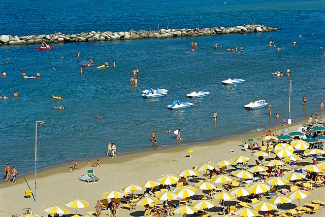 """<br /><a href=""""http://static.riviera.rimini.it/tl_files/gallerie/orig/spiaggia2.tif.jpg.zip"""" target=""""_blank"""" class=""""photo-download"""">Download high resolution image</a>"""