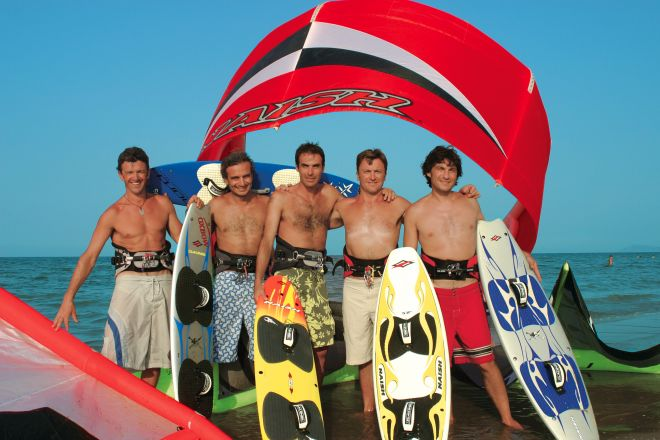 """Surf<br /><a href=""""http://static.riviera.rimini.it/tl_files/gallerie/orig/surfisti_b.jpg.zip"""" target=""""_blank"""" class=""""photo-download"""">Download high resolution image</a>"""