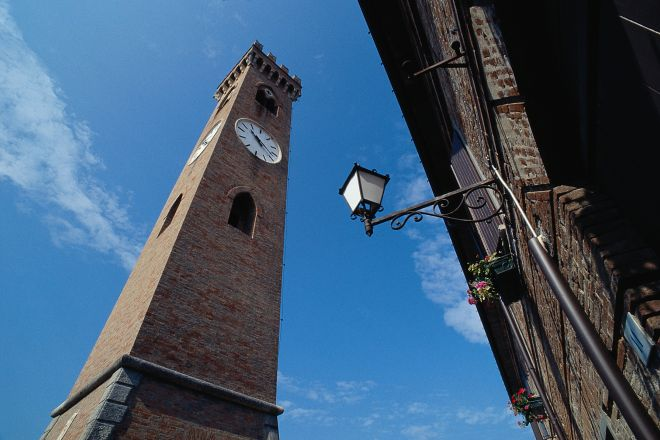 "Campanone Tower, Santarcangelo di Romagna<br /><a href=""http://static.riviera.rimini.it/tl_files/gallerie/orig/torre-del-campanone.tif.jpg.zip"" target=""_blank"" class=""photo-download"">Download high resolution image</a>"