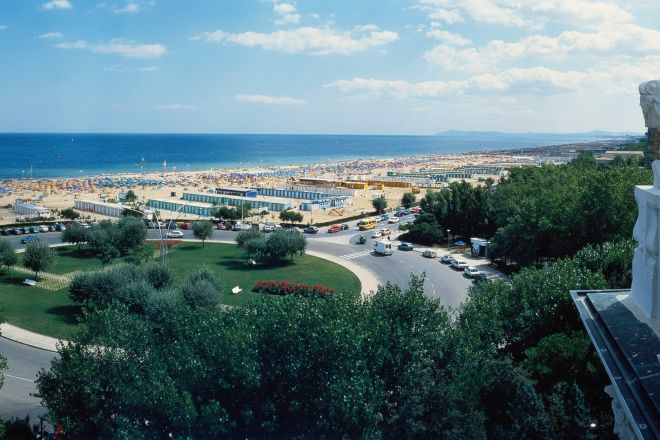 "aerial view, Rimini<br /><a href=""http://static.riviera.rimini.it/tl_files/gallerie/orig/veduta-spiaggia.tif.jpg.zip"" target=""_blank"" class=""photo-download"">Download high resolution image</a>"