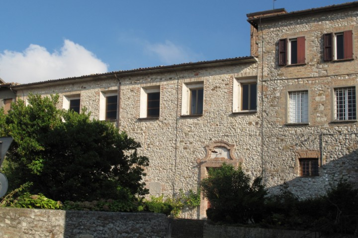 "<br /><a href=""http://static.riviera.rimini.it/tl_files/gallerie/orig/verucchio-monastero-santa-chiara-1.jpg.zip"" target=""_blank"" class=""photo-download"">descarga en alta resolución</a>"
