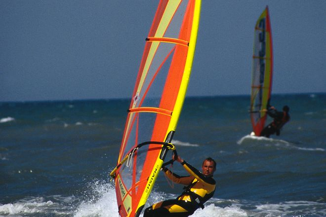 "Windsurf<br /><a href=""http://static.riviera.rimini.it/tl_files/gallerie/orig/windsurf4.tif.jpg.zip"" target=""_blank"" class=""photo-download"">Download high resolution image</a>"