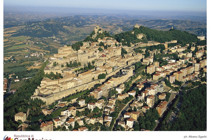 "Republic of San Marino<br /><a href=""https://static.riviera.rimini.it/tl_files/gallerie/orig/3_veduta-aerea-del-centro-storico.jpg.zip"" target=""_blank"" class=""photo-download"">Download high resolution image</a>"