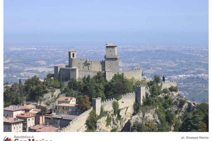 "Republic of San Marino<br /><a href=""https://static.riviera.rimini.it/tl_files/gallerie/orig/5_veduta-aerea-prima-torre-cesta.jpg.zip"" target=""_blank"" class=""photo-download"">Download high resolution image</a>"