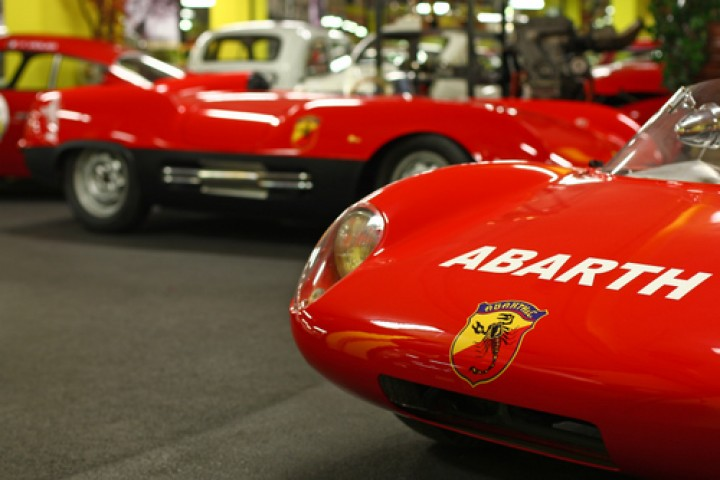 "<br /><a href=""https://static.riviera.rimini.it/tl_files/gallerie/orig/abarth-museum-roadster-racing-section.jpg.zip"" target=""_blank"" class=""photo-download"">descarga en alta resolución</a>"
