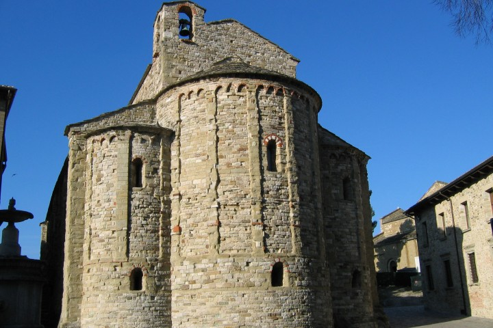 "Romanesque church, San Leo<br /><a href=""https://static.riviera.rimini.it/tl_files/gallerie/orig/absidi-pieve-romanica.jpg.zip"" target=""_blank"" class=""photo-download"">Download high resolution image</a>"