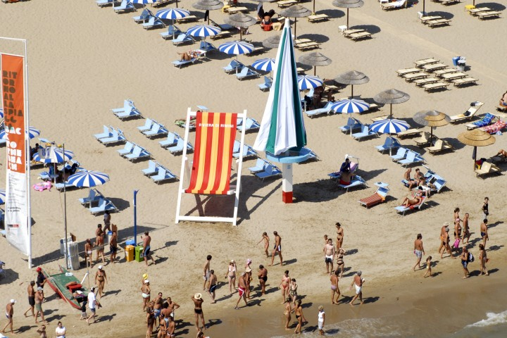 "Back to the beach, Rimini<br /><a href=""https://static.riviera.rimini.it/tl_files/gallerie/orig/back-to-the-beach-vista-aerea-05.jpg.zip"" target=""_blank"" class=""photo-download"">Download high resolution image</a>"