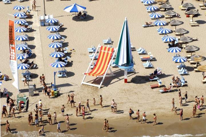 "Back to the beach, Rimini<br /><a href=""https://static.riviera.rimini.it/tl_files/gallerie/orig/back-to-the-beach-vista-aerea-06.jpg.zip"" target=""_blank"" class=""photo-download"">Download high resolution image</a>"