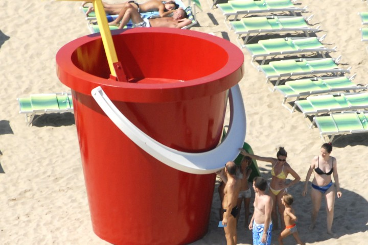 "Back to the beach, Rimini<br /><a href=""https://static.riviera.rimini.it/tl_files/gallerie/orig/back-to-the-beach-vista-aerea-07.jpg.zip"" target=""_blank"" class=""photo-download"">Download high resolution image</a>"