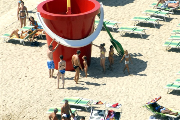 "Back to the beach, Rimini<br /><a href=""https://static.riviera.rimini.it/tl_files/gallerie/orig/back-to-the-beach-vista-aerea-08.jpg.zip"" target=""_blank"" class=""photo-download"">Download high resolution image</a>"