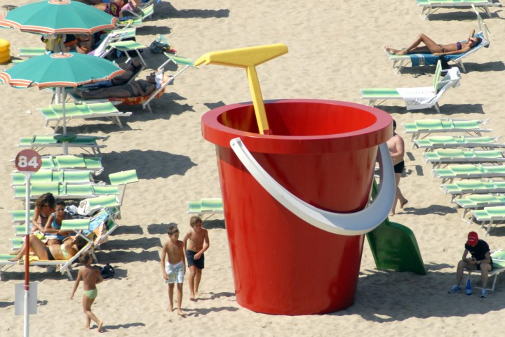 "Back to the beach, Rimini<br /><a href=""https://static.riviera.rimini.it/tl_files/gallerie/orig/back-to-the-beach-vista-aerea-16.jpg.zip"" target=""_blank"" class=""photo-download"">Download high resolution image</a>"