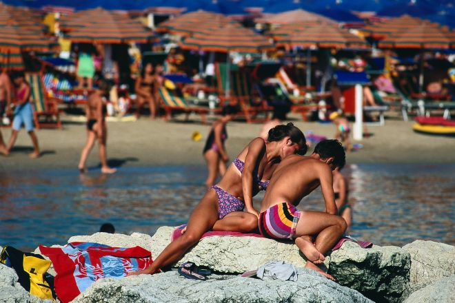 """Cattolica, bathers<br /><a href=""""https://static.riviera.rimini.it/tl_files/gallerie/orig/bagnanti.tif.jpg.zip"""" target=""""_blank"""" class=""""photo-download"""">Download high resolution image</a>"""
