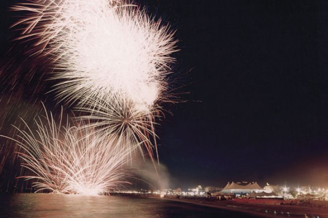 "fireworks, Rimini<br /><a href=""https://static.riviera.rimini.it/tl_files/gallerie/orig/blu_rimini_a.jpg.zip"" target=""_blank"" class=""photo-download"">Download high resolution image</a>"