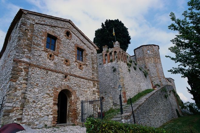 """Fortress of the Guidi of Bagno family, Montebello<br /><a href=""""https://static.riviera.rimini.it/tl_files/gallerie/orig/castello1.tif.jpg.zip"""" target=""""_blank"""" class=""""photo-download"""">Download high resolution image</a>"""