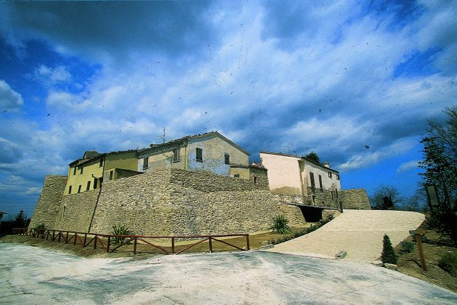 "Albereto, Montescudo<br /><a href=""https://static.riviera.rimini.it/tl_files/gallerie/orig/castello_di_albereto_b.tif.jpg.zip"" target=""_blank"" class=""photo-download"">Download high resolution image</a>"