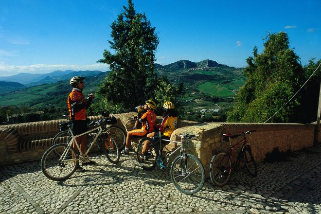"cycling, Verucchio<br /><a href=""https://static.riviera.rimini.it/tl_files/gallerie/orig/cicloturismo11.tif.jpg.zip"" target=""_blank"" class=""photo-download"">Download high resolution image</a>"
