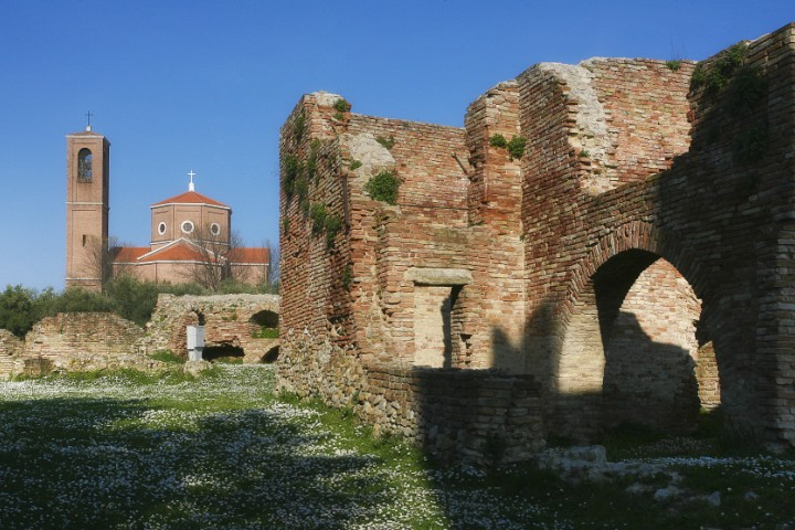 """Ancient city walls, Coriano<br /><a href=""""https://static.riviera.rimini.it/tl_files/gallerie/orig/coriano-05.jpg.zip"""" target=""""_blank"""" class=""""photo-download"""">Download high resolution image</a>"""