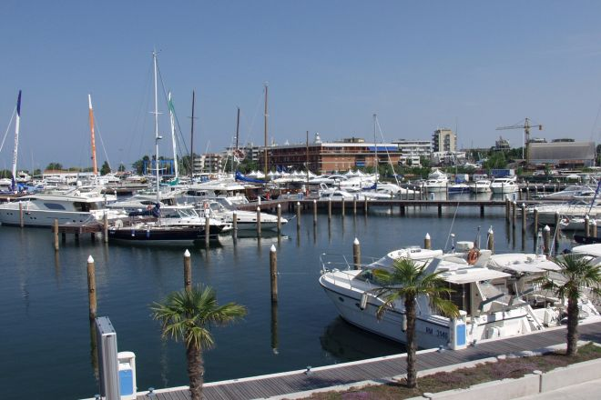 "the Marina, Rimini<br /><a href=""https://static.riviera.rimini.it/tl_files/gallerie/orig/darsena_b.jpg.zip"" target=""_blank"" class=""photo-download"">Download high resolution image</a>"