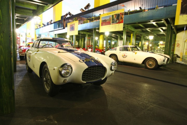 "<br /><a href=""https://static.riviera.rimini.it/tl_files/gallerie/orig/ferrari-museum-competition-section-detail-250-millemiglia.jpg.zip"" target=""_blank"" class=""photo-download"">descarga en alta resolución</a>"