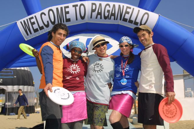 "Paganello, beach ultimate frisbee world cup, Rimini<br /><a href=""https://static.riviera.rimini.it/tl_files/gallerie/orig/frisbee_paganello.jpg.zip"" target=""_blank"" class=""photo-download"">Download high resolution image</a>"