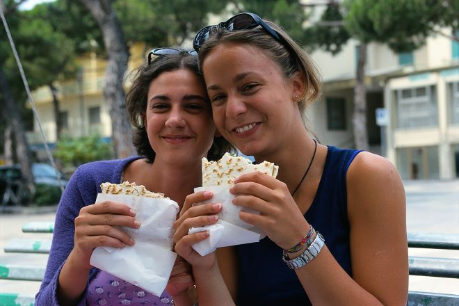 """Piadina<br /><a href=""""https://static.riviera.rimini.it/tl_files/gallerie/orig/giovani4.tif.jpg.zip"""" target=""""_blank"""" class=""""photo-download"""">Download high resolution image</a>"""