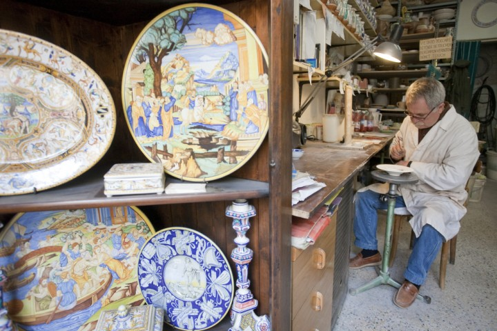 "ceramist, San Leo<br /><a href=""https://static.riviera.rimini.it/tl_files/gallerie/orig/img_1213.jpg.zip"" target=""_blank"" class=""photo-download"">Download high resolution image</a>"