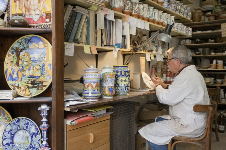 "ceramist, San Leo<br /><a href=""https://static.riviera.rimini.it/tl_files/gallerie/orig/img_1219.jpg.zip"" target=""_blank"" class=""photo-download"">Download high resolution image</a>"
