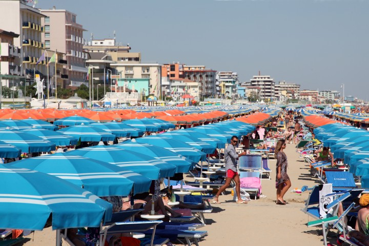 "Bellaria Igea Marina, beach and sun umbrellas<br /><a href=""https://static.riviera.rimini.it/tl_files/gallerie/orig/img_1325a.jpg.zip"" target=""_blank"" class=""photo-download"">Download high resolution image</a>"