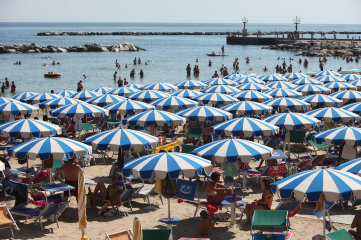 "Bellaria Igea Marina, beach and sun umbrellas<br /><a href=""https://static.riviera.rimini.it/tl_files/gallerie/orig/img_1359a.jpg.zip"" target=""_blank"" class=""photo-download"">Download high resolution image</a>"