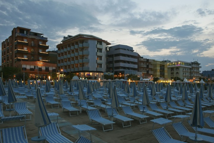 "Bellaria Igea Marina, beach at night<br /><a href=""https://static.riviera.rimini.it/tl_files/gallerie/orig/img_1681-bellaria.jpg.zip"" target=""_blank"" class=""photo-download"">Download high resolution image</a>"