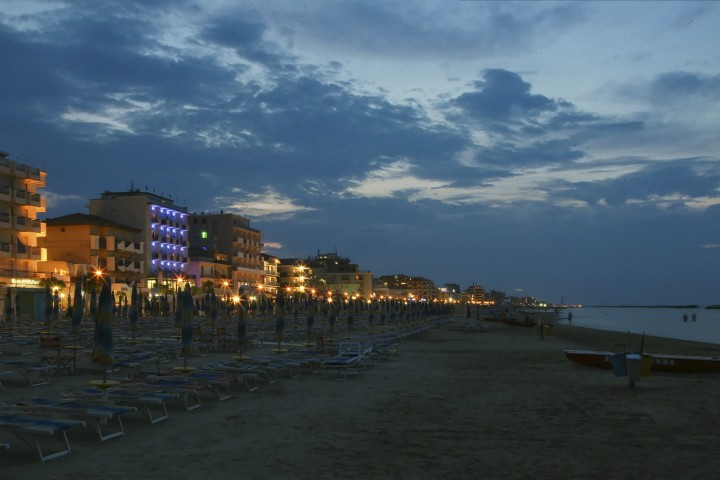 "Bellaria Igea Marina, beach at night<br /><a href=""https://static.riviera.rimini.it/tl_files/gallerie/orig/img_1702-bellaria.jpg.zip"" target=""_blank"" class=""photo-download"">Download high resolution image</a>"