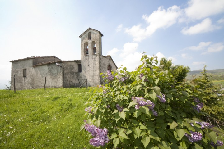 "Novafeltria, loc. Sartiano, church of San Biagio<br /><a href=""https://static.riviera.rimini.it/tl_files/gallerie/orig/img_2050-sartiano-oratorio-ex-san-biagio.jpg.zip"" target=""_blank"" class=""photo-download"">Download high resolution image</a>"