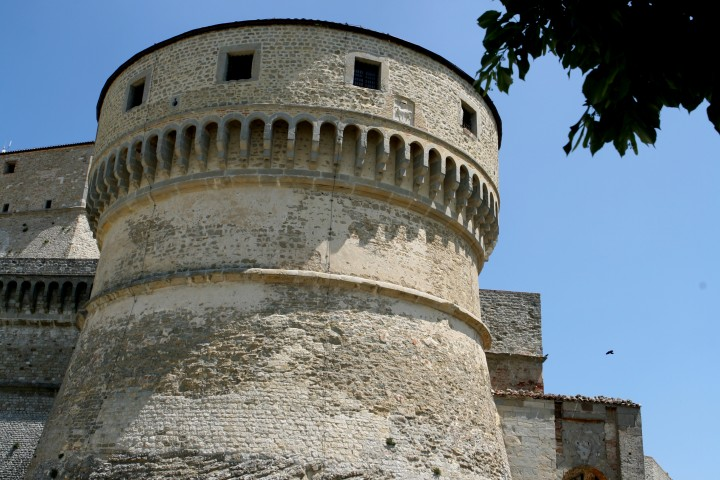 "fortress, San Leo<br /><a href=""https://static.riviera.rimini.it/tl_files/gallerie/orig/img_2433.jpg.zip"" target=""_blank"" class=""photo-download"">Download high resolution image</a>"