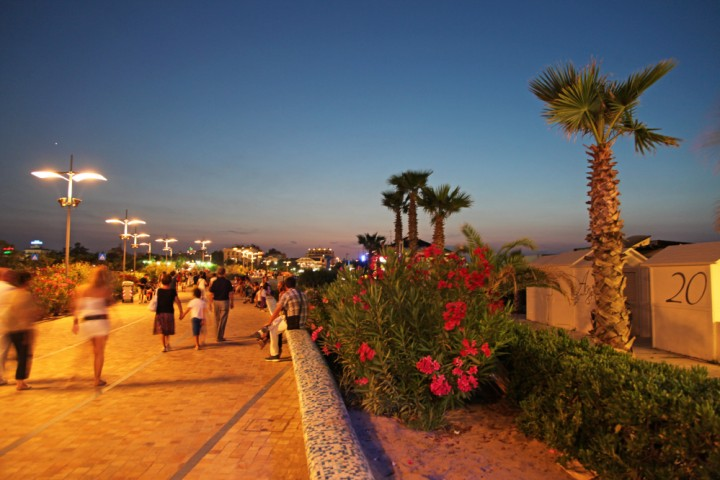 """promenade, Misano Adriatico<br /><a href=""""https://static.riviera.rimini.it/tl_files/gallerie/orig/img_3532a.jpg.zip"""" target=""""_blank"""" class=""""photo-download"""">Download high resolution image</a>"""