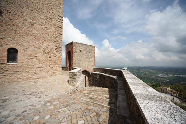"Malatesta Fortress, Montefiore Conca<br /><a href=""https://static.riviera.rimini.it/tl_files/gallerie/orig/img_4109amontefiore.jpg.zip"" target=""_blank"" class=""photo-download"">Download high resolution image</a>"