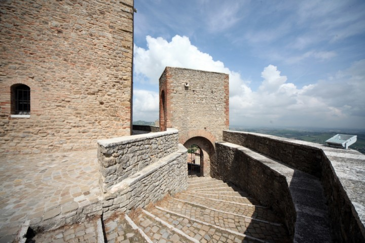 "Malatesta Fortress, Montefiore Conca<br /><a href=""https://static.riviera.rimini.it/tl_files/gallerie/orig/img_4110amontefiore.jpg.zip"" target=""_blank"" class=""photo-download"">Download high resolution image</a>"