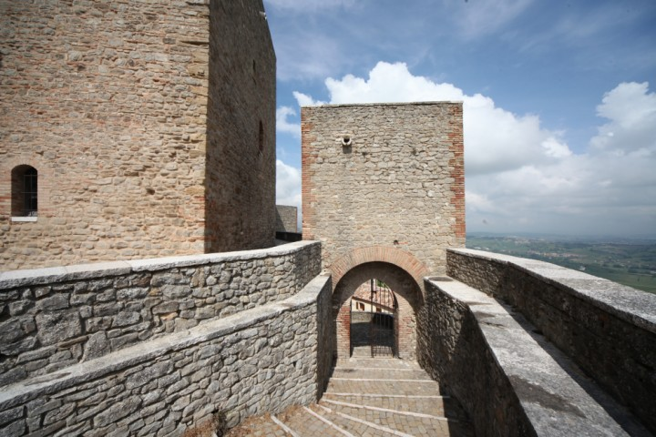 "Malatesta Fortress, Montefiore Conca<br /><a href=""https://static.riviera.rimini.it/tl_files/gallerie/orig/img_4111amontefiore.jpg.zip"" target=""_blank"" class=""photo-download"">Download high resolution image</a>"