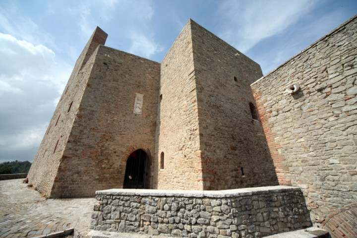 "Malatesta Fortress, Montefiore Conca<br /><a href=""https://static.riviera.rimini.it/tl_files/gallerie/orig/img_4115amontefiore.jpg.zip"" target=""_blank"" class=""photo-download"">Download high resolution image</a>"