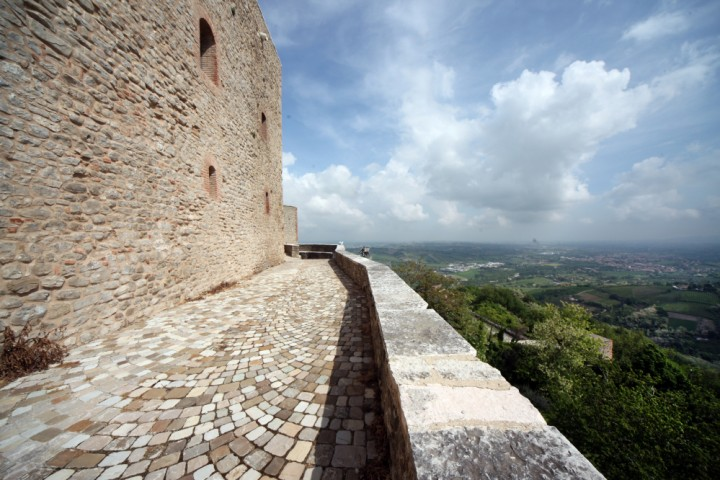 "Malatesta Fortress, Montefiore Conca<br /><a href=""https://static.riviera.rimini.it/tl_files/gallerie/orig/img_4121amontefiore.jpg.zip"" target=""_blank"" class=""photo-download"">Download high resolution image</a>"