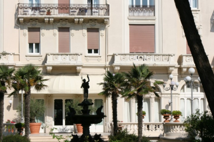 """Grand hotel, Rimini<br /><a href=""""https://static.riviera.rimini.it/tl_files/gallerie/orig/img_4133.jpg.zip"""" target=""""_blank"""" class=""""photo-download"""">Download high resolution image</a>"""