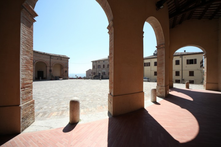 "Piazza Maggiore, Mondaino<br /><a href=""https://static.riviera.rimini.it/tl_files/gallerie/orig/img_5028_mondaino.jpg.zip"" target=""_blank"" class=""photo-download"">Download high resolution image</a>"