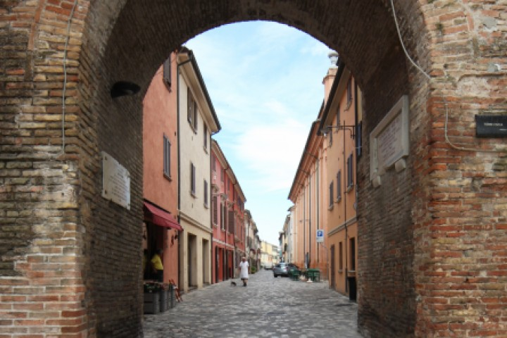 """City gate, San Giovanni in Marignano<br /><a href=""""https://static.riviera.rimini.it/tl_files/gallerie/orig/img_8837asgiovanni.jpg.zip"""" target=""""_blank"""" class=""""photo-download"""">Download high resolution image</a>"""