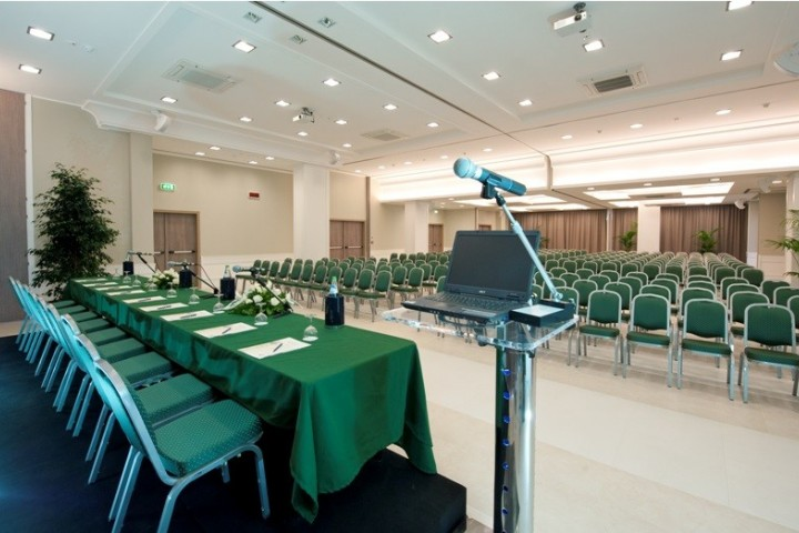"""Riccione. Hotel. Conference hall<br /><a href=""""https://static.riviera.rimini.it/tl_files/gallerie/orig/immagine-012.jpg.zip"""" target=""""_blank"""" class=""""photo-download"""">Download high resolution image</a>"""