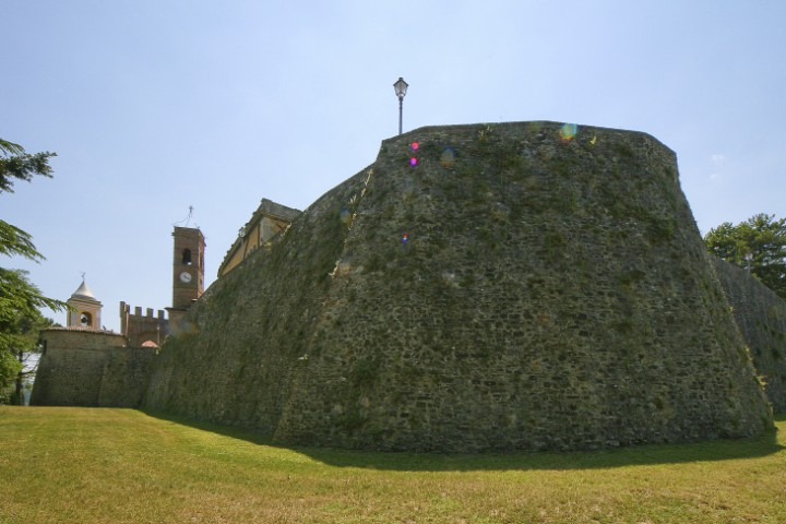 """Ancient city walls, Montecolombo<br /><a href=""""https://static.riviera.rimini.it/tl_files/gallerie/orig/montecolombo-10.jpg.zip"""" target=""""_blank"""" class=""""photo-download"""">Download high resolution image</a>"""